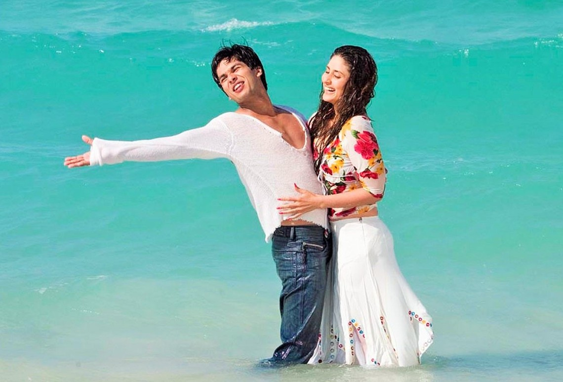 Movie-Milenge-Milenge-Shahid-Kareena-In-Sea-Laughing